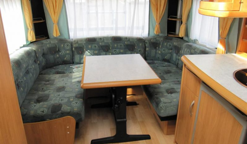 Hobby 495 UFE, r.v2002 + kompletní před stan + zadní nosič kol plná