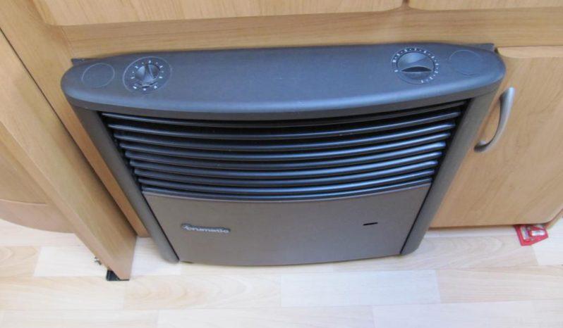 Hobby 495 UFE, r.v2003 + před stan plná