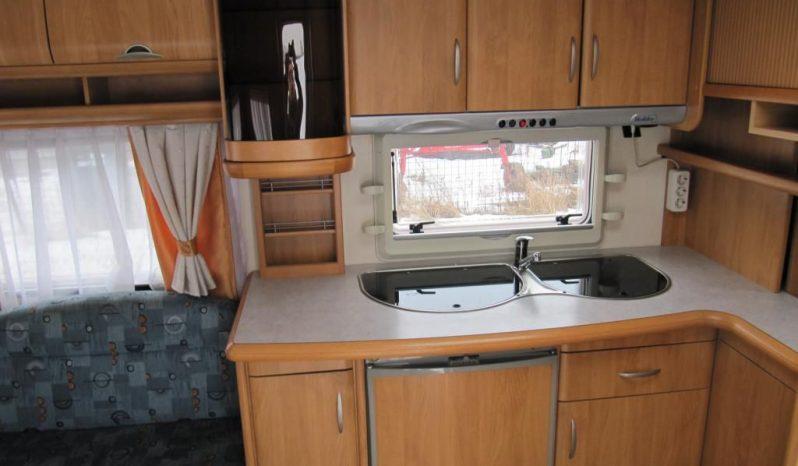 Hobby 495 UFE, model 2006 + markýza se stěnami plná