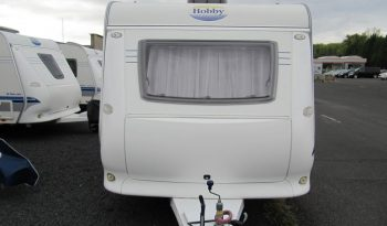 Hobby 400 SF, model 2008 + před stan plná